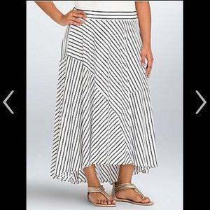 EUC Torrid Maxi Skirt 3 3XL White Black Stripes